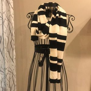 NY&Co Bold Black and White Stripe Scarf
